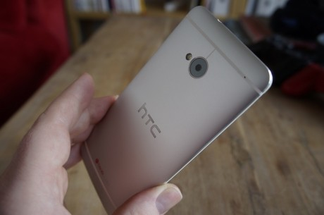 HTC One er så lækker at røre ved, at man næsten ikke kan give slip på den.