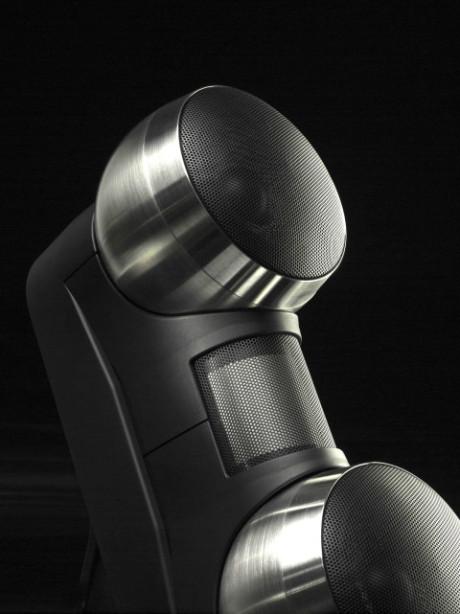 Vælg mellem sorte eller neutralt metalliske kuglekabinetter.