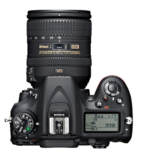 D7100 har fået integreret stereomikrofon.
