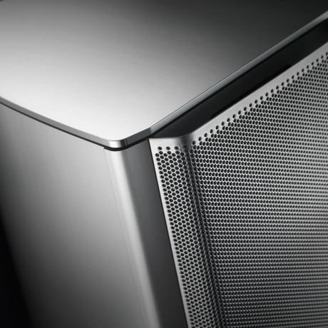 Højttalerne kan leveres i sort eller grå, med sort eller sølvfarvet metalfront.