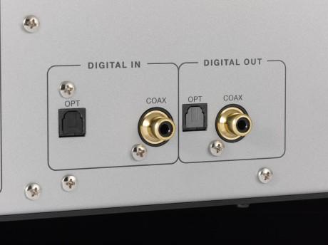 Balanceret og ubalanceret analogt og digitalt både ind og ud via TOSLINK og koaksial.