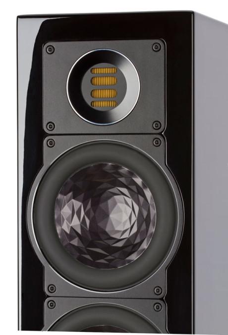 JET-diskanten er opbygget af en super let metalfilm, som drives af en højeffektiv neodym-magnet. Metalfilmen er foldet mange gange, hvilket giver diskantelementet væsentlig større overfladeareal end almindelige diskant-domes. Fraværet af en traditionel talespole bidrager til reduceret vægt og gør elementet i stand til at gengive diskantfrekvenser, som strækker sig uden for den menneskelige høreevne, helt op til 50 kHz.