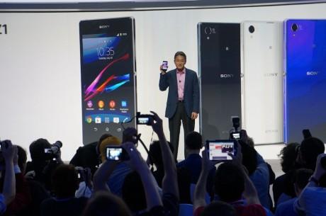 Der lød klapsalver og folk rejste sig fra stolene, da Sonys topchef, Kazuo Hirai, kunne præsentere Xperia Z1.