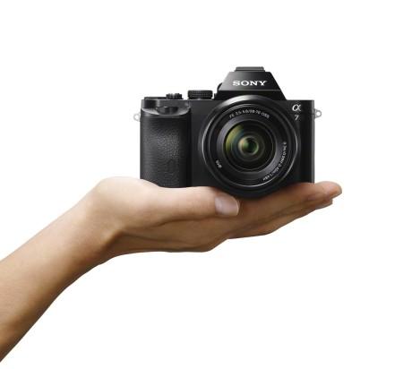 Sony-CX77800_wVX9129_hand-1200