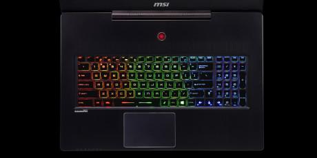 Tastaturet er RGB-bagbelyst, og lyset kan indstilles med en app.