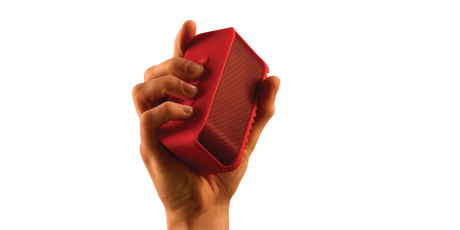 Jabra_Solemate_Mini_red_HAND_for_red_background