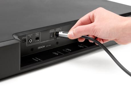 Antallet af tilslutninger er begrænset. Især mangler HDMI og subwoofer-udgang.