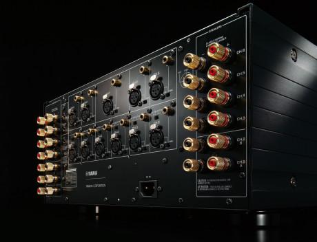 11 forstærkerkanaler er nok til at drive hvad som helst. Indgangene, de balancerede XLR- og de ubalancerede RCA-stik kan bruges imellem hinanden og dirigeres til forskellige kanaler for bi-amping, så man ikke får unødvendigt mange kabler ud fra forforstærkeren.