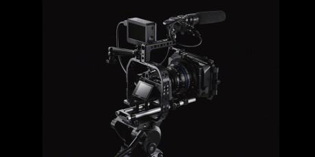 Fuldt udrustet med ekstern optager og skærm, klar til 4K-optagelse.
