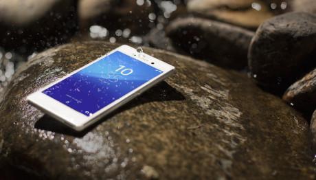 Sony Xperia M4 Aqua er vandtæt (IP68) og kan i følge Sony holde op til to dage på en opladning.