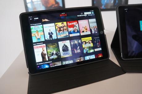 Den nuværende Netflix-brugerflade på tablets minder mest af alt om en videobutik fra 80'erne - komplet med videokassetter på rad og række.