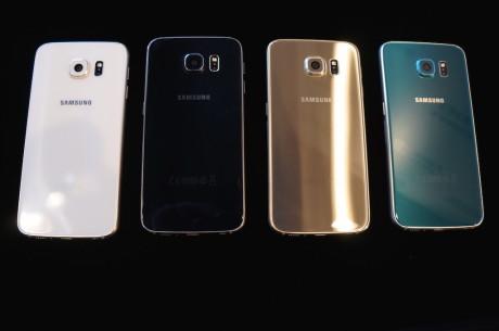 Telefonerne fås i perlehvid, safirsort, topasblå (kun Galaxy S6), platinguld og smaragdgrøn (kun Galaxy S6 edge). Det er den smaragdgrønne, vi desværre ikke få fingre i til dette billede.