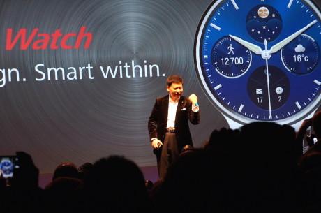 Richard Yu fra Huawei præsenterer Huawei Watch på Mobile World Congress i Barcelona.