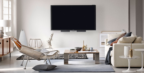 BeoLab-20-white-Lifestyle-with-BeoVision-85