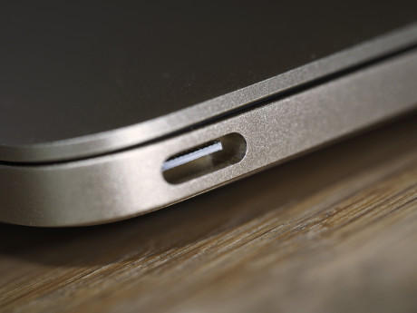 USB-C er en helt ny industristandard, som Apple er først om at omfavne. Det kræver dog tilvænning, at den nye MacBook kun har denne ene port.