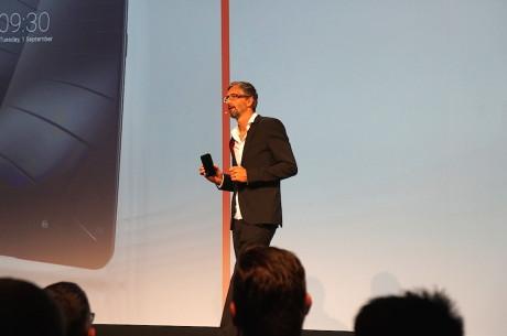 Gigasets designchef, Hans Henning-Brabänder, ved lanceringen i Berlin. Foto: Peter Gotschalk, Lyd & Billede