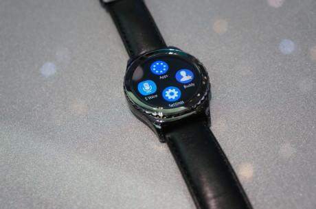 Gear S2 Classic er den dyre udgave af Samsungs nye smart-ur. Kommer i oktober til 2.999 kroner. Foto: Peter Gotschalk, Lyd & Billede