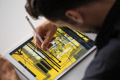 Også Apple Pencil og Smart Keyboard kommer til salg i næste uge. Foto: Apple