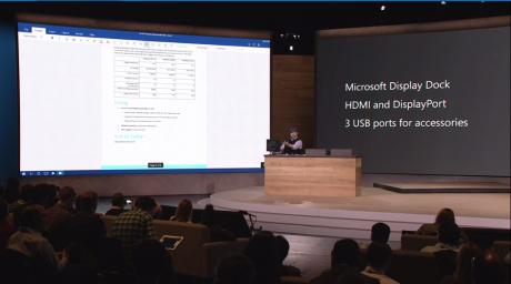 Sådan! Via en såkaldt Display Dock kan man køre rigtige Windows-programmer på en desktop direkte fra mobilen. Foto: Microsoft