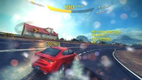 Bilspil fungerer godt, selvom grafikken ikke er så god som på PlayStation 4. Foto: Apple