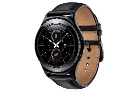 Mens Gear S2 Classic, som også er dyrest, med læderrem og sort urskive er til dem, der gerne vil have et smart-ur, der ligner et rigtigt ur. Foto: Samsung