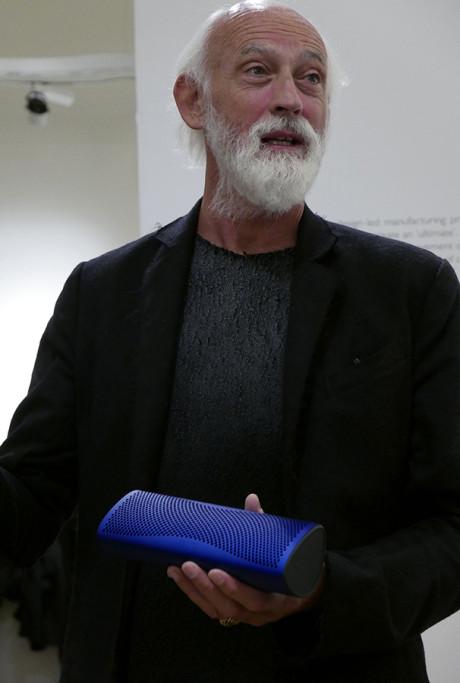 Ross Lovegrove er manden bag designet af både Muo og de smækre Muon-højttalere.