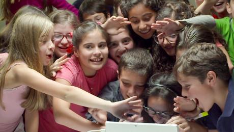 Amerikanske skoleelever bruger Skype Translator til at tale med jævnaldrende børn fra Mexico City. Foto: Microsoft