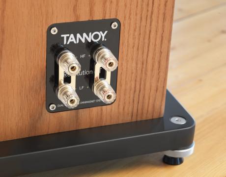 Dobbelte terminaler giver mulighed for bi-amping eller bi-wiring.
