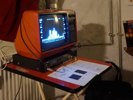Der var også dette 80'er-klenodie: En spectrum analyser til brug med stereoanlægget. Foto: John Alex Hvidlykke.