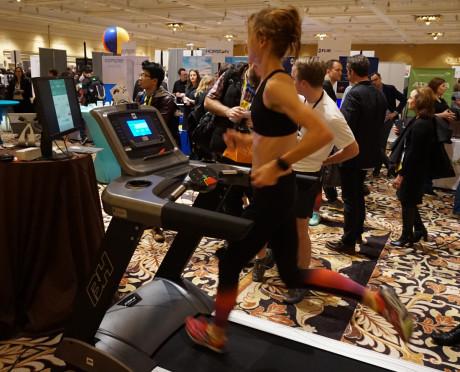 Løb bliver aldrig det samme, lover skiltene. Ikke efter at du har fået dine elektriske løbebukser! Foto: John Alex Hvidlykke