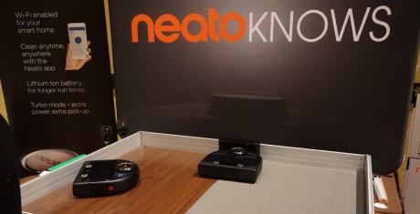 Næste generation af robotstøvsugere har selvfølgelig Wi-Fi, og er app-styrede (Neato). Foto: John Alex Hvidlykke