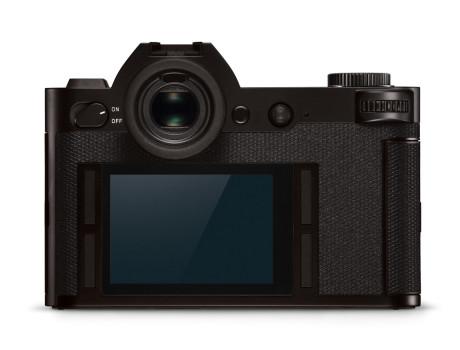 Touch-skærm og programmérbare knapper, men det er den store søger, der stjæler billedet. (Foto: Producent)