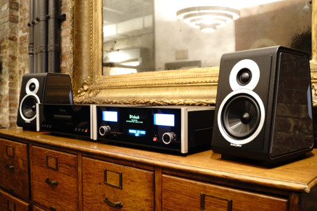 Kompakt hi-fi med McIntosh, CD-transport, integreret forstærker og Sonus faber Chameleon højttalere. Foto: Lasse Svendsen