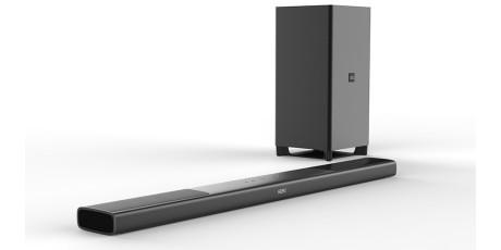 Soundbaren er kun 5 cm høj og derfor ikke i vejen for tv'ets fjernbetjeningssensor. Foto: Philips