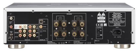 Der er både optisk og koaksial digitalindgang samt en USB-port, der understøtter såvel 32 bit/384 kHz lydfiler som DSD128. Foto: Pioneer