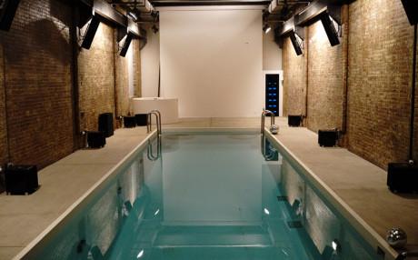 Pool-området er selvsagt udstyret med højttalere og elektronik fra McIntosh og Sumiko. Foto: Lasse Svendsen