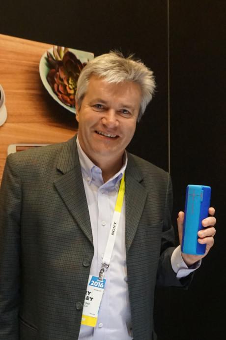 General Manager Rory Dooley med standardudgaven af UE Boom 2. Foto: John Alex Hvidlykke, Lyd & Billede