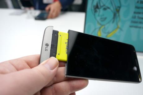 Så nemt er det at skifte batteriet i LG G5. Foto: Peter Gotschalk