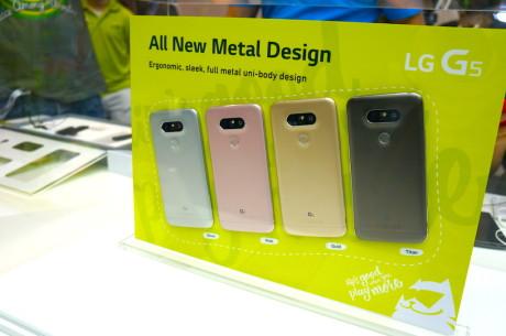 Som udgangspunkt kommer LG G5 i fire forskellige farver. Om vi får dem alle at se i de danske butikker, ved vi endnu ikke. Foto: Peter Gotschalk