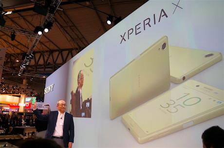 Hiroki Totoki, adm. direktør for Sony Mobile, præsenterer Sony Xperia X på Mobile World Congress. Foto: Peter Gotschalk