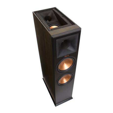 Klipsch har nedsænket Atmos-kanalerne i kabinettet og lydisoleret dem for at tvinge lyden op i loftet. Det fungerer overraskende godt. Foto: Klipsch