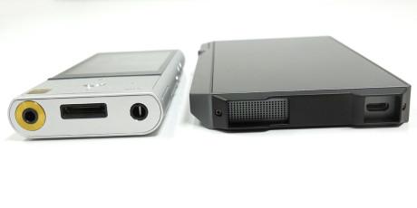 Sony NW-ZX100 og Pioneer XDP-100R er omtrent lige tykke. Men Sony-afspilleren er smallere og har afrundede kanter. Foto: Geir Gråbein Nordby