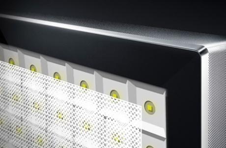 DX900 baggrundsbelysning er opdelt i diskrete zoner for at forhindre lysblødning. Foto: Panasonic