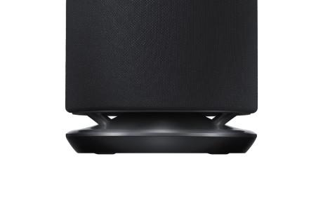 Bas-elementet spiller ud gennem en spalte, der går hele vejen rundt i bunden af højttaleren. Foto: Samsung