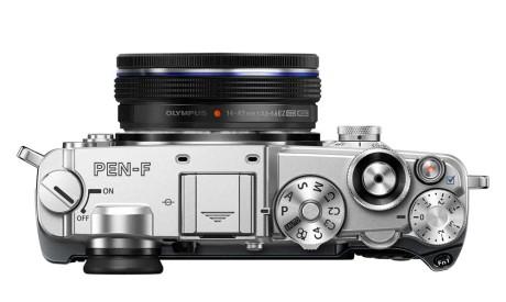 Med Olympus' sammenklappelige 14-42 mm zoom får man et virkelig lille og diskret systemkamera. (Foto: Producent)