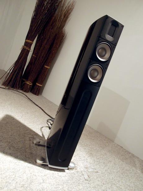 XT-2 er måske undertegnes favorit blandt alle højttalere. Magen til enorme lyd fra kompakte gulvhøjttalere skal man lede længe efter! Foto: Geir Gråbein Nordby, Lyd & Billede