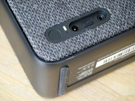 Du kan også tilkoble en analog lydkilde på højttalerens bagside. Foto: Lasse Svendsen