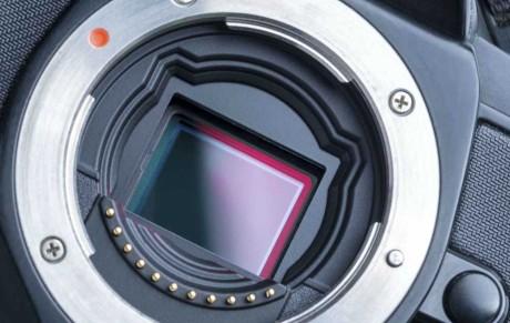 Panasonics professionelle systemkamera GH4 bruger den seneste sensorteknologi. Efterfølgeren kan blive det første med ny organisk teknologi. (Foto: Producent)