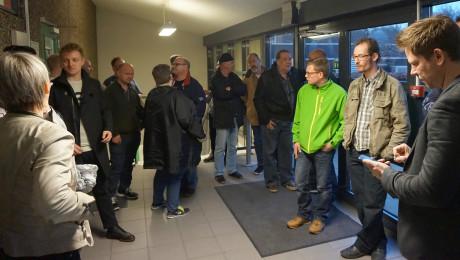 60 hi-fi-elskere fik lov at kigge inden for hos Dynaudio, hvor de blev vist rundt i hold. Foto: John Alex Hvidlykke