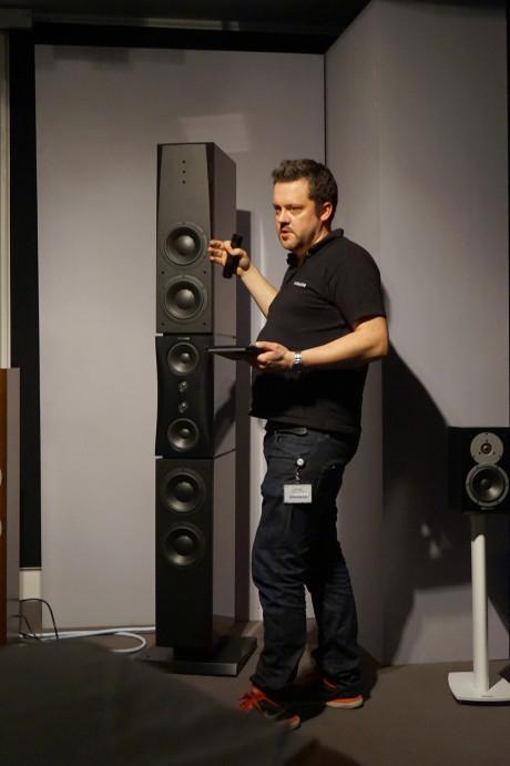 Gæsterne kunne høre Dynaudios mindste og største højttalere. Foto: John Alex Hvidlykke, Lyd & Billede